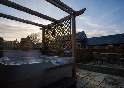 hot tub & courtyard